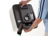 Külön kihajtható ürítőcső gondoskodik a fröccsenésmentes kiöntésről.